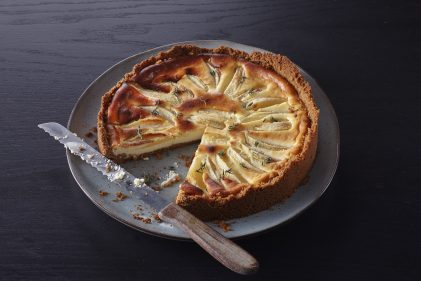 Cheesecake met peer, tijm en Old Amsterdam Geitenkaas