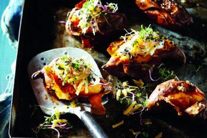 Gepofte zoete aardappel met zure room, pittige mierikswortel en Old Amsterdam